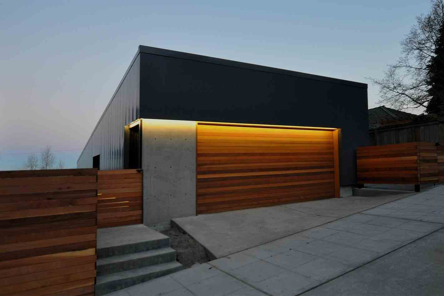 Garage modern wood fence garage contemporary wood doors traditional wooden modern fence home u gardens geek modern modern wood fence garage