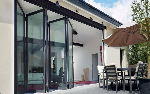 Bifold doors entertaining  1